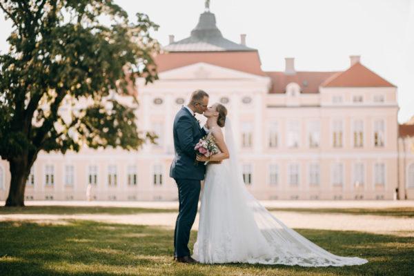 Martyna i Krzysztof – sesja ślubna w Rogalinie